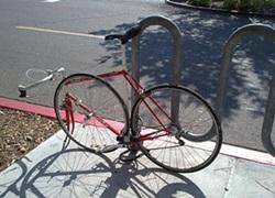 Cykel korekt fastlåst med ett bygellås