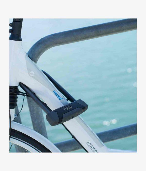 Låst Cykel med Abus bygellås X-Plus 540